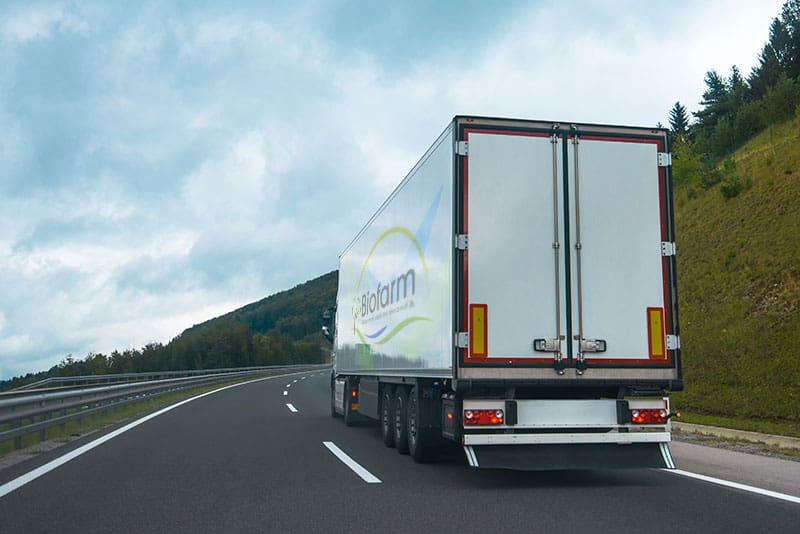 semi-truck-with-trailer-PJRZ2RE-min.jpg